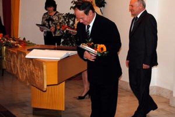 Najstarší poslanec. Viliamovi Oravcovi bude za mandátom smutno, napriek tomu sa lúčil v dobrej nálade.