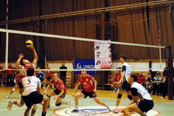 Rozlúčka so základnou časťou. Domáce VKM privítalo vo svojej hale desaťnásobného majstra Slovenska. VKP Bratislava však v zápase dominovalo.