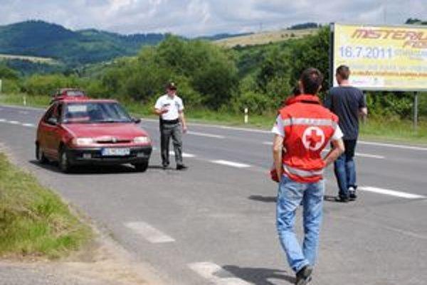 Prevencia. Vodičov zastavovali blízko križovatky pri Ľubovnianskych Kúpeľoch.