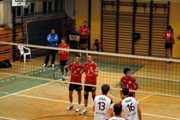Prehra s Prešovom. Ešte počas týždňa odohralo VKM smolný zápas v Slovenskom pohári. Nestačil ani náskok 2:0 na sety.