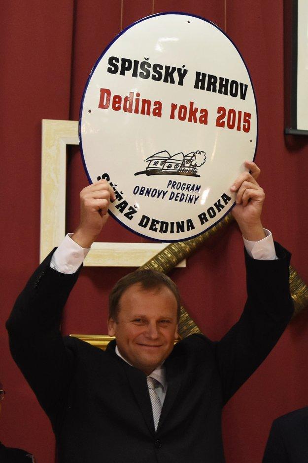 Vladimír Ledecký sa iba pred necelým rokom tešil z ocenenia Dedina roka 2015.