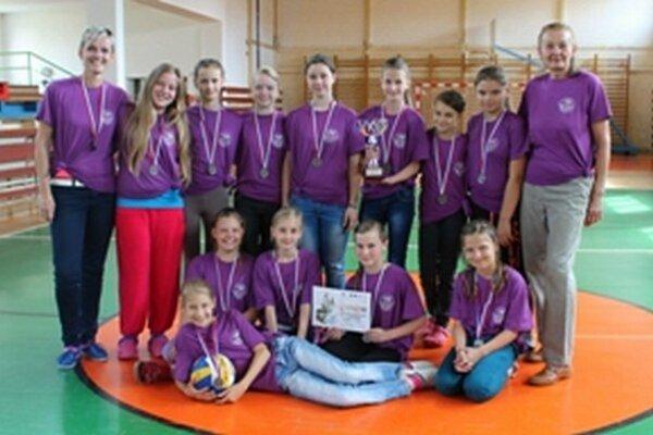 Žiačky z Nitrianskeho Rudna a ich učiteľky sú druhé najlepšie na Slovensku.