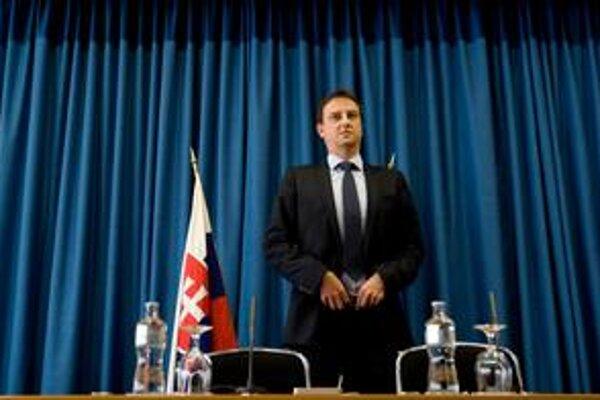 V otázke platu pre generálneho riaditeľa RTS nepodporili ministra Krajcera ani členovia jeho strany SaS. Na návrh prezidenta plat znížili.
