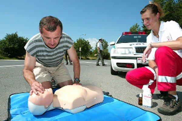Seniori sa naučia, ako poskytnúť prvú pomoc.