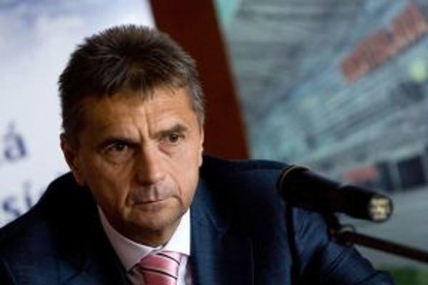 Roman Vik je generálnym riaditeľom českých aerolínií Travel Service, ktoré sú lídrom na českom trhu charterovej dopravy. Tento rok budú lietať aj pre najväčšie cestovné kancelárie na Slovensku do 35 destinácií v 12 štátoch. Z letiska v Bratislave a v Koši