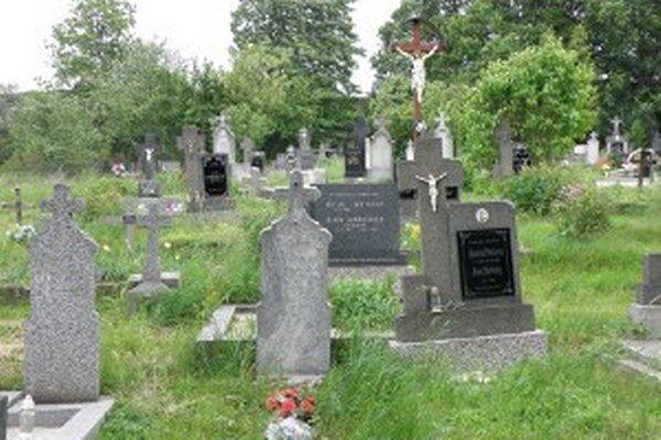 Po rokoch sa bude na cintoríne v Necpaloch opäť pochovávať.