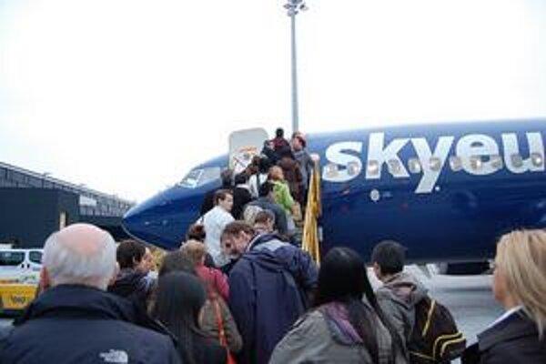 Veritelia skrachovanej leteckej firmy budú radi, ak uvidia aspoň dva centy z každého eura dlhu.