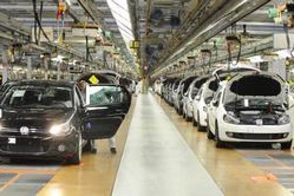 Automobilky rast v priemysle pocítili.