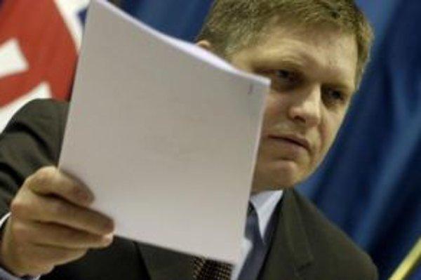 Fico dal novinárom kópie nevýhodných nájomných zmlúv.