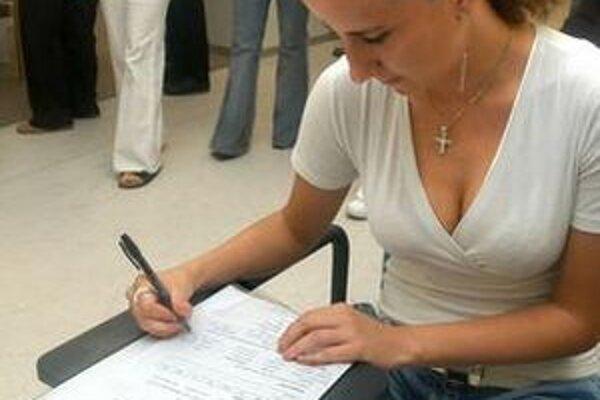 Medzi novými nezamestnanými sú aj ľudia, ktorí sa vrátili zo zahraničia pre krízu vo svete.