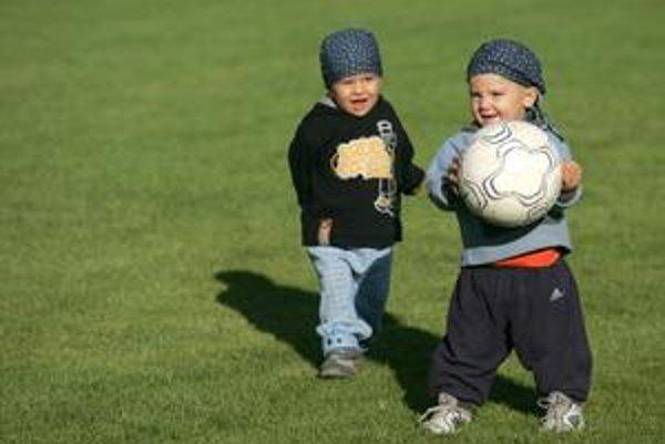 Neziskovky podporujú aj športové aktivity detí. Títo chlapci sa Už budú musieť spoľahnúť na filantropiu.