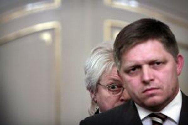Premiér Robert Fico si nevybral návrh poplatkov pre DSS ministerky práce Viery Tomanovej. Podľa ministerky ide predovšetkým o bezpečnosť úspor sporiteľov.