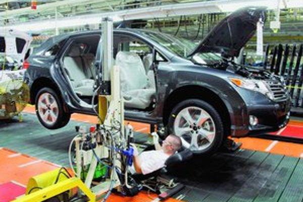 Japonská automobilka Toyota očakáva po prvýkrát vo svojej histórii stratu z prevádzkovej činnosti.