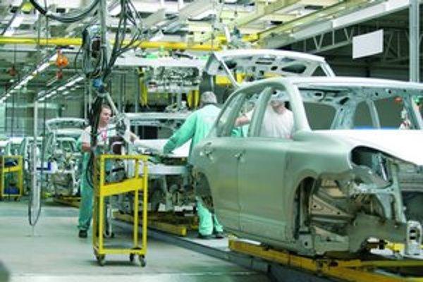 Slovenské automobilky produkujú automobily ďalej podľa svojich plánov.