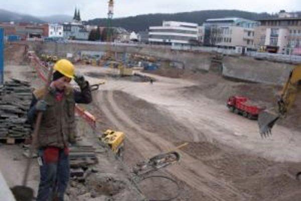Stavebné práce na Auparku v Žiline sa opäť rozbehli.