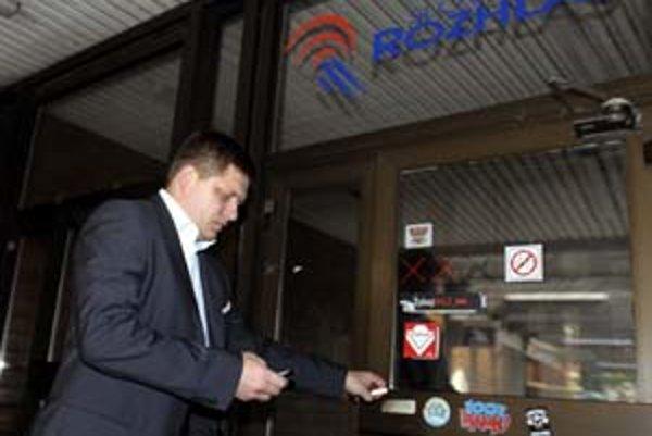 Premiér Robert Fico starostom a primátorom v Prešovskom kraji odporučil, aby občanom hovorili o výhodách Sociálnej poisťovne aj cez obecné a miestne rozhlasy.