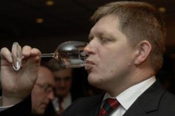 Premiér Fico chce ochraňovať slovenské vinárstvo.