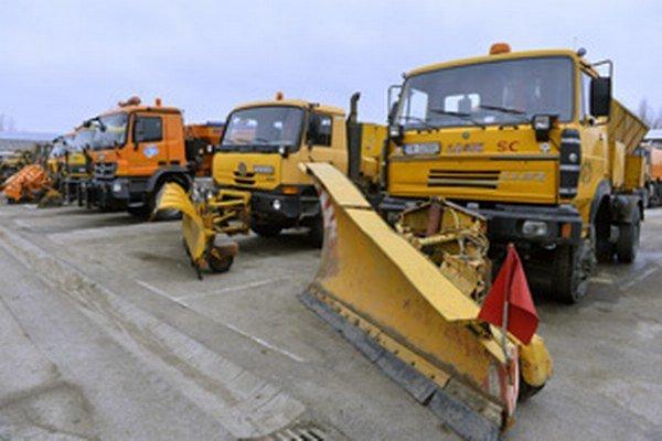 Vozový park cestárov v Trenčianskom kraji je zastaraný, župa ho chce modernizovať.