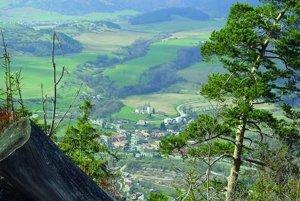 Lopej, dedinku pod Chopkom, kde som u babičky trávievala prázdniny.