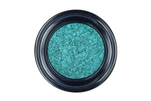 Do kolekcie očných tieňov Eyes to Kill Intense pribudli ďalšie nové farbičky ako strieborná, fialová a modrozelená, Giorgio Armani, 37 €