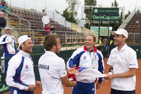 Slovenskí tenisti si zabezpečili postup do baráže po víťazstve v Maďarsku.