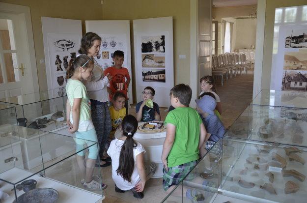 Expozícia je zaujímavá aj pre deti.