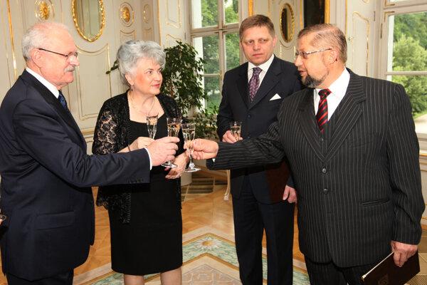 V roku 2009 Štefan Harabin (vpravo) prestúpil z funkcie ministra spravodlivosti za predsedu Najvyššieho súdu. Podpredsedníčkou bola Daniela Švecová (druhá vľavo).