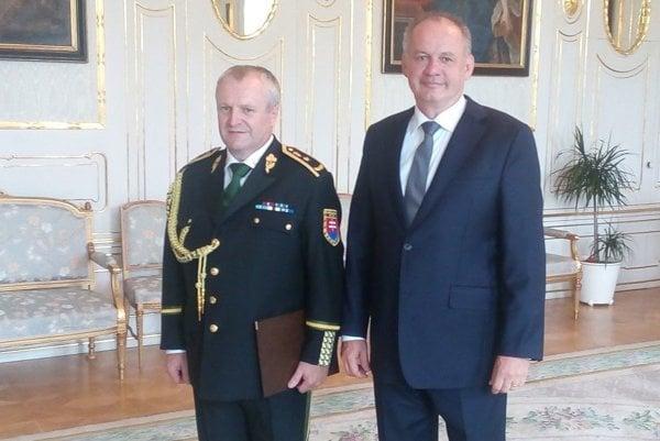 Prezident Andrej Kiska vymenoval Jozefa Turčáka (vľavo) za colného generála.