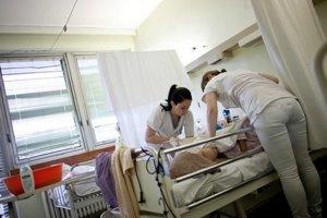 Sestry, ktoré sú vzdelané a majú dlhoročnú prax sú podľa viacerých lekárov ich rovnocennými a nezastupiteľnými partnermi. Ilustračné foto.