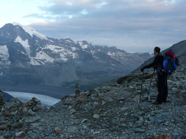 Je pondelok ráno,  26. júl. Krátko pred šiestou sa vydávame na chatu Rifugio Marco e Rosa vo výške 3597 metrov nad morom