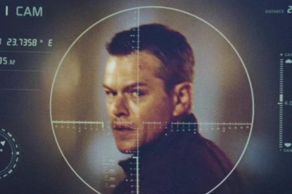 Jason Bourne je pre CIA znovu cieľom číslo 1.