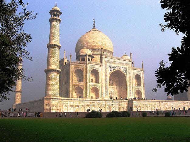 Google street view umožňuje aj prehliadku indického Tádž Mahalu.