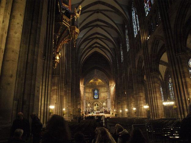Vnútro Katedrály Notre- Dame.