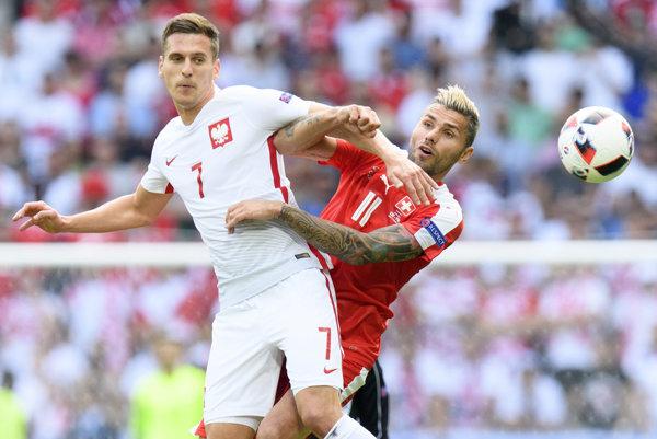 Arkadiusz Milik (vľavo) reprezentoval Poľsko aj na nedávno skončenom európskom šampionáte vo Francúzsku.