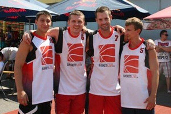 Víťazné družstvo Basket-Live.