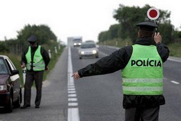 V sobotu musia motoristi rátať so zvýšeným počtom policajtov na cestách.