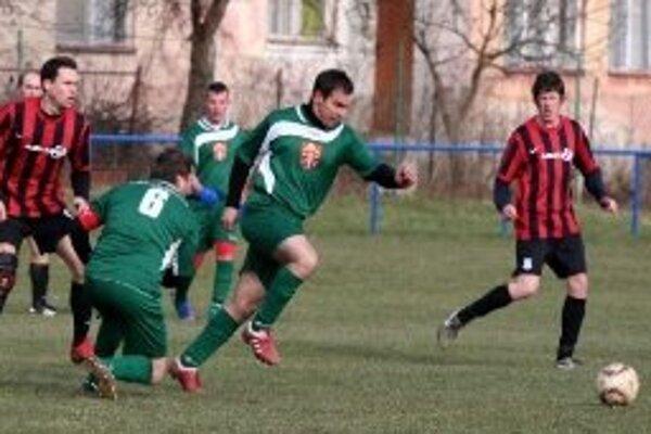 Momentka zo zápasu Opatovce nad Nitrou - Malinová.