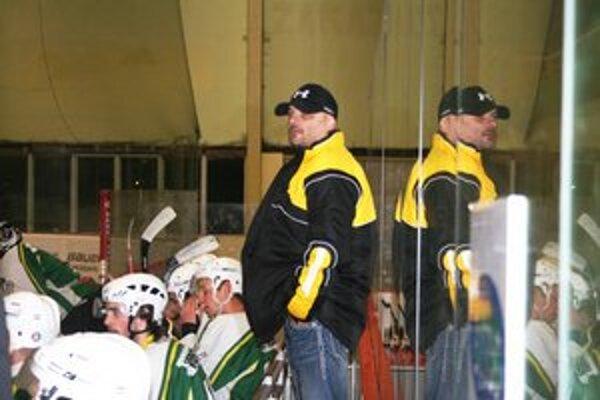Tréner Juraj Boldiš bol po zápase v Považskej Bystrici s výkonom hokejistov nespokojný.