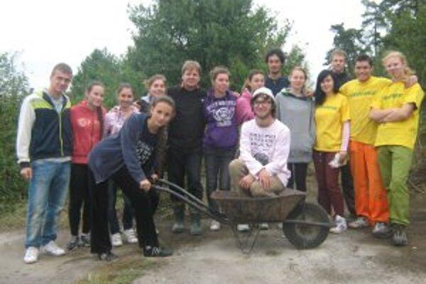 Dobrovoľníci vyčistili lokalitu na Banskej.