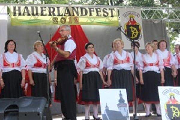 Karpatskí Nemci sa stretli na festivale v Handlovej.
