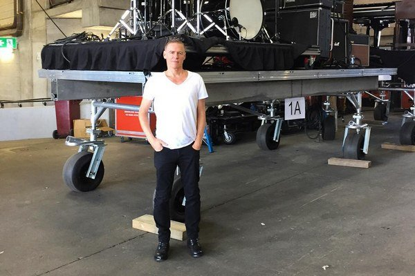 Muzikant na cestách. Bryan Adams príde do Košíc aj s veľkým stageom.