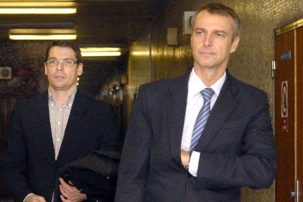 Rašiho pravá ruka. Petruš chodieva na súd vsúkromných sporoch primátora.