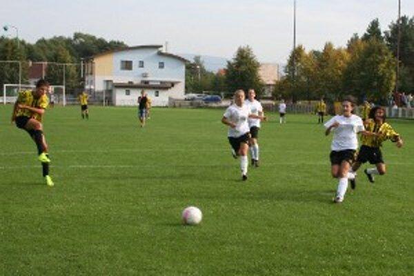 Momentka z prípravného zápasu FC Baník HN Ženy - dorast Nedožery-Brezany (0:9).