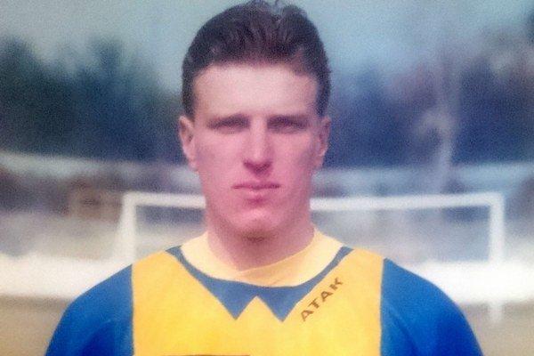 Ostrostrelec Marián Dzurjo nasúkal počas svojej kariéry zatiaľ 457 gólov. Na snímke spred dvadsiatich rokov menej. Vtom čase hral za Michalovce.
