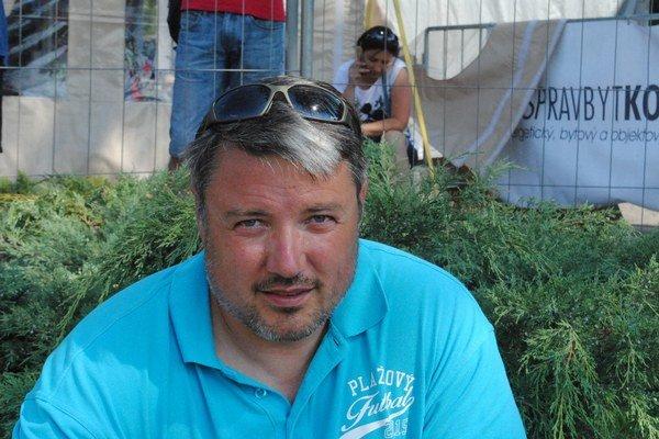 Ondrej Kačmár. Zanietený propagátor plážového futbalu.