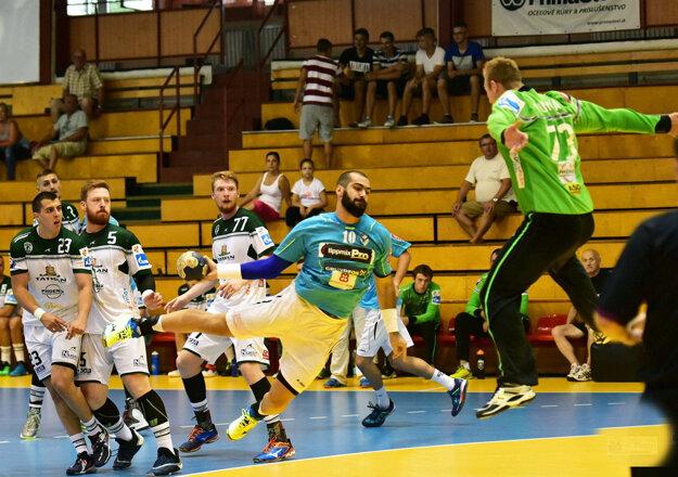 V prvom zápase turnaja Tatabánya porazila Prešov rozdielom 14 gólov.