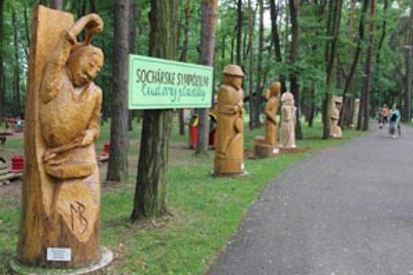 V prírodnej galérií pribudli štyri nové nadrozmerné drevené plastiky.