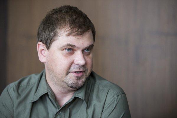 Miroslav Jancek, ktorý má na ministerstve vnútra na starosti civilnú ochranu hovorí, že štát pri mimoriadnych situáciách úzko spolupracuje aj s mobilnými operátormi.