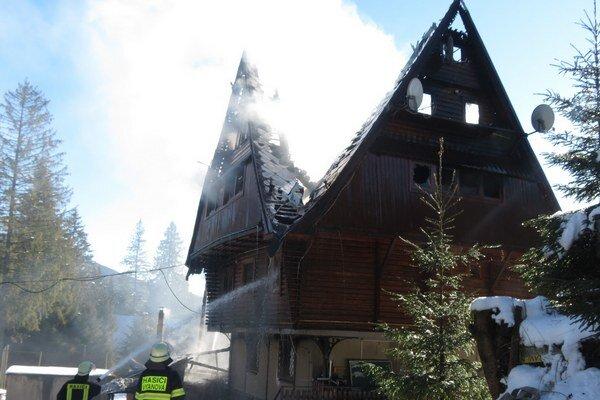 Požiar vypukol okolo siedmej ráno.