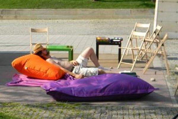 Počas leta môžu ľudia relaxovať priamo v centre Prievidze.